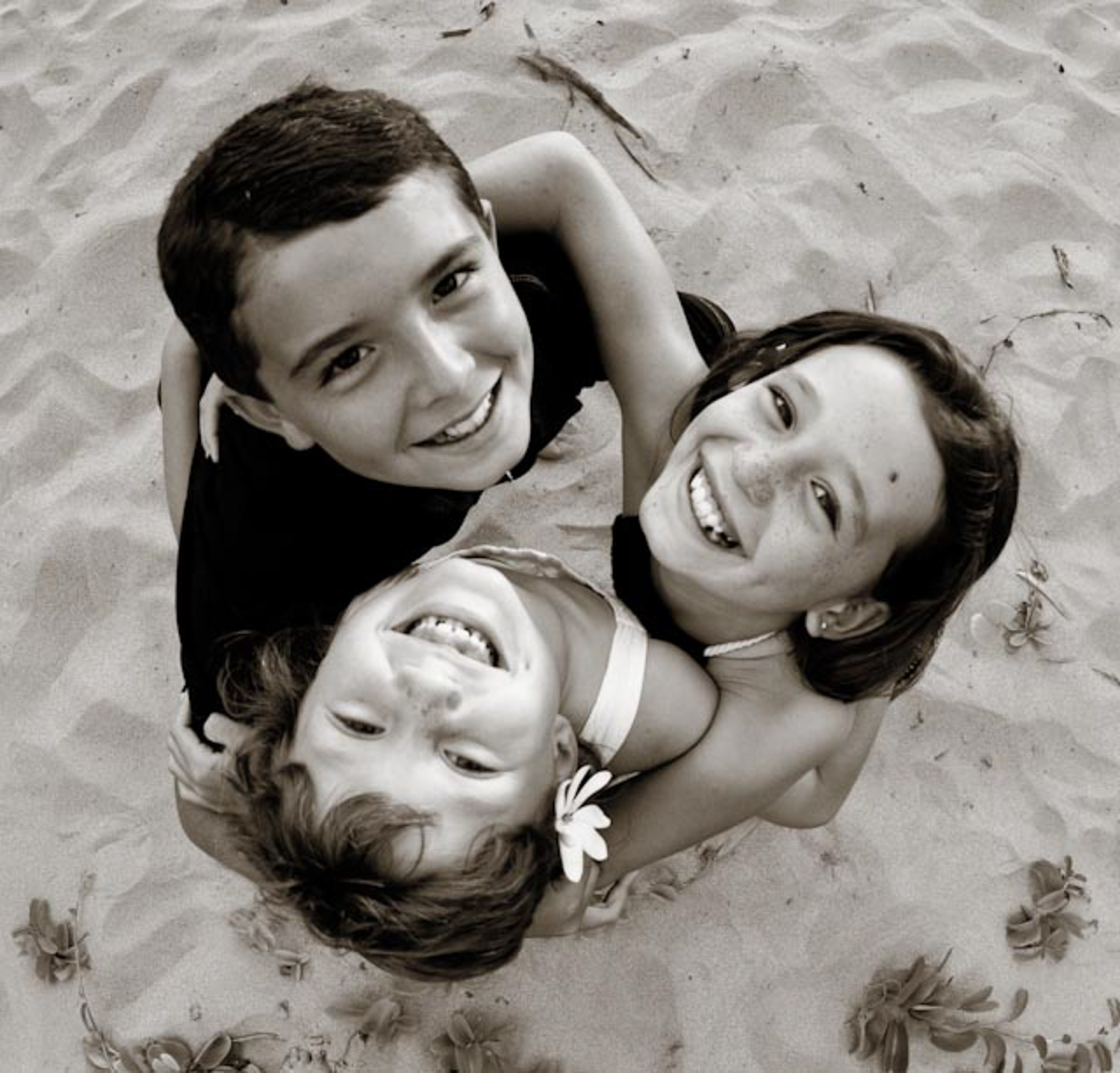 sibling photo on the beach